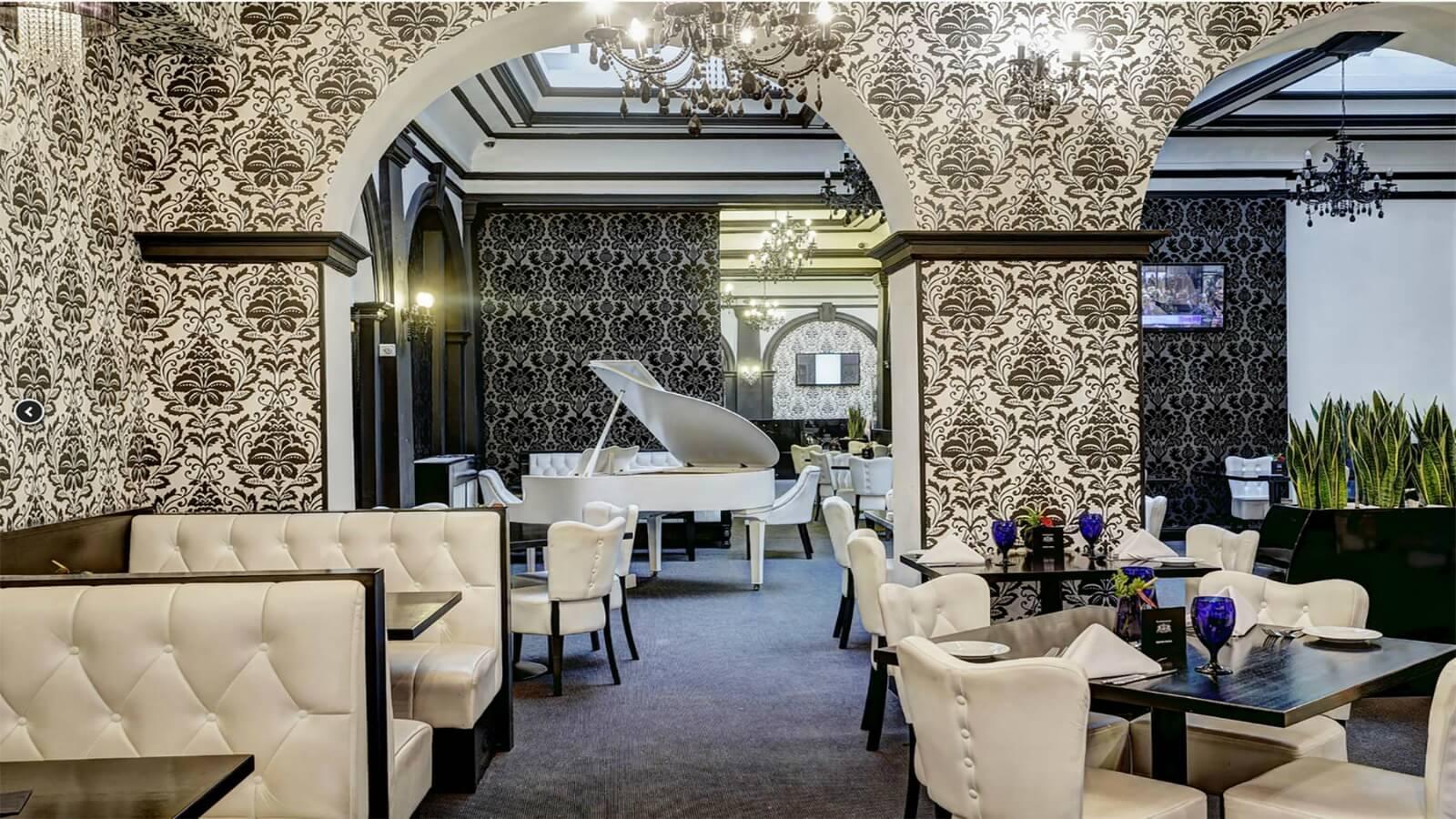 R Bar & Brasserie