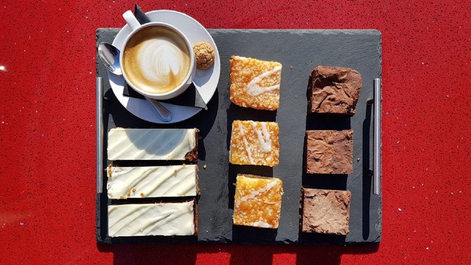 La Roux Cafe