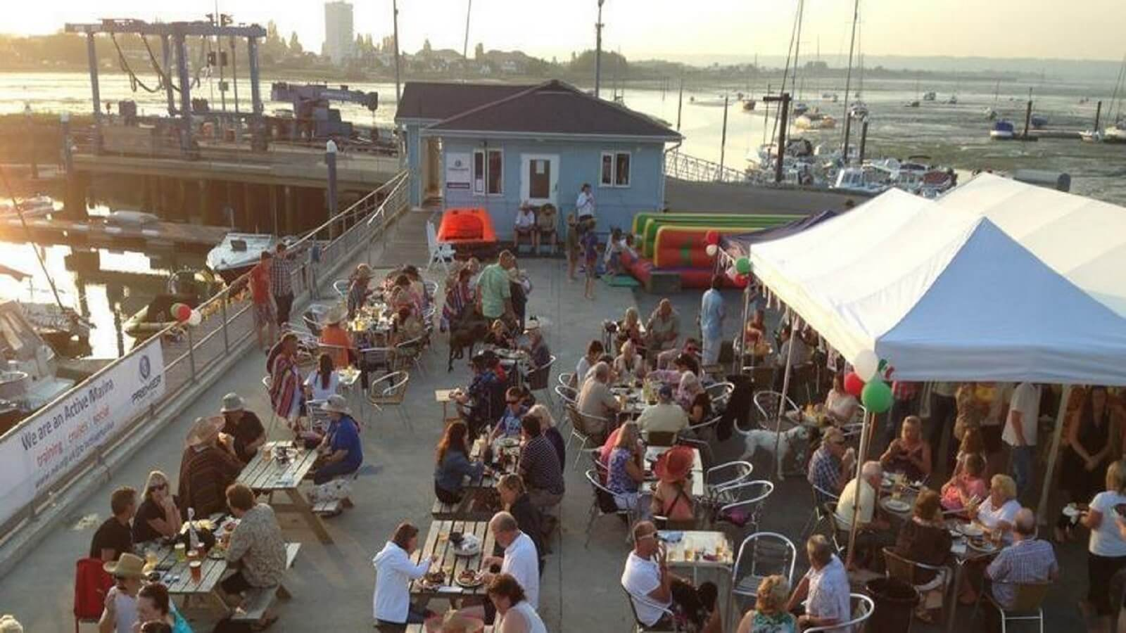 Marina Bar & Cafe